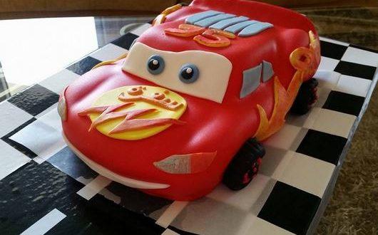 صورة كيك على شكل سيارة بالصور , كيكة مختلفه جدا لطفلك