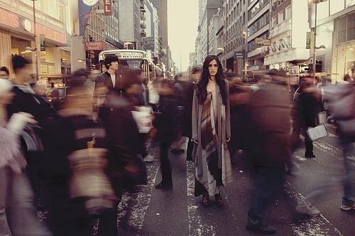 صورة تفسير حلم الناس , من الاحلام المتكرره والغريبه