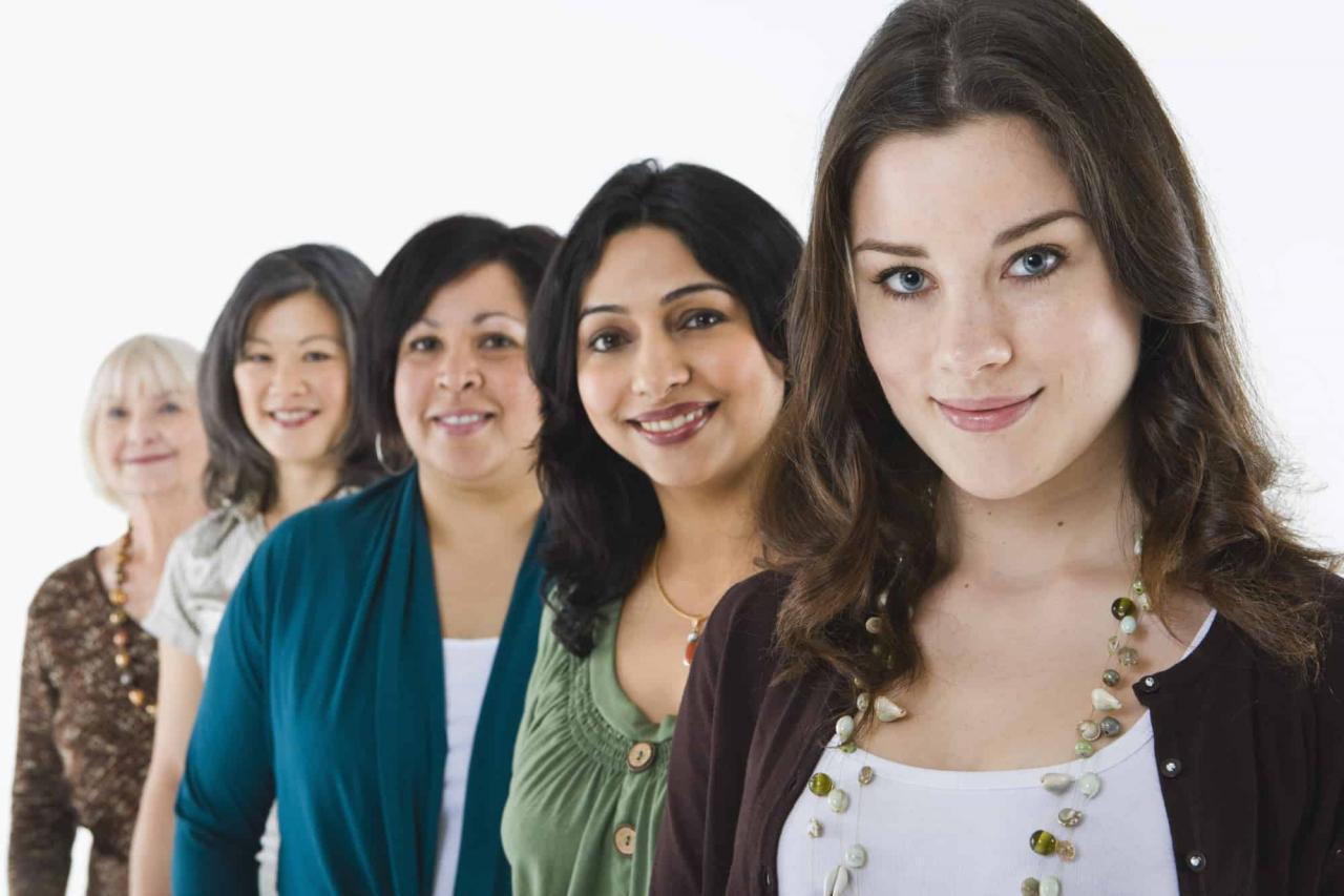 صورة رؤية نساء في المنام , في الحلم نساء على كل لون
