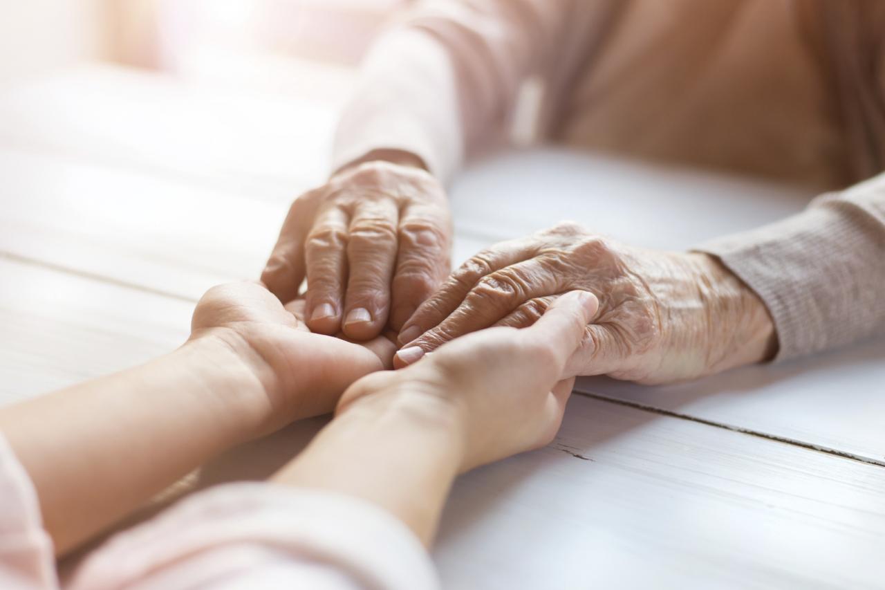 صورة علاج الشلل الرعاش بالقران , علاج سهل وبسيط للتخلص من الشلل الرعاش