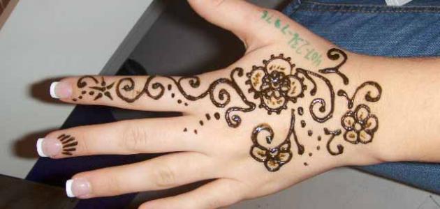 صورة رسم الحناء على اليد، اشكال رائعة من رسومات الحنة بالصور