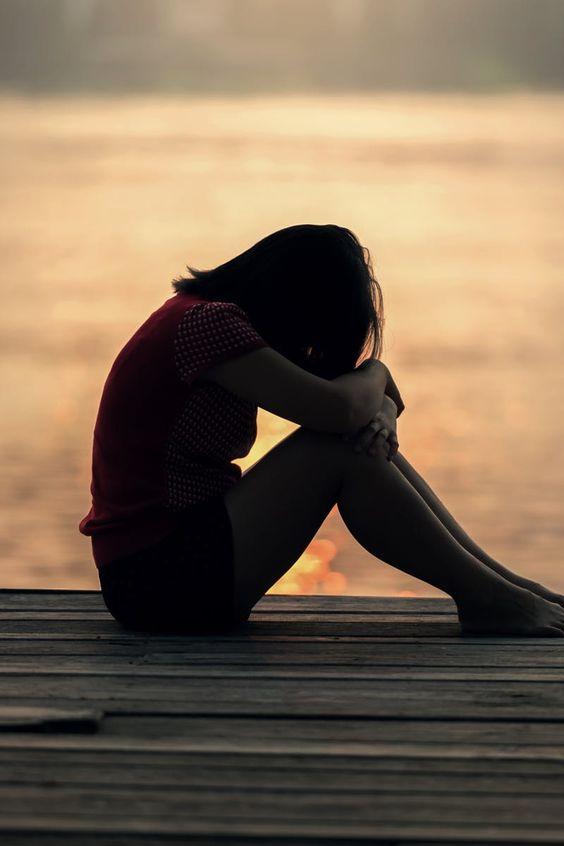 صورة صور بنات حزينه ع البحر , صور بنات يشكو حزنهم للبحر