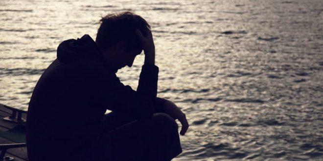 صورة صور انسان حزين , شاهد بالصور بعض الرجال الحزينة